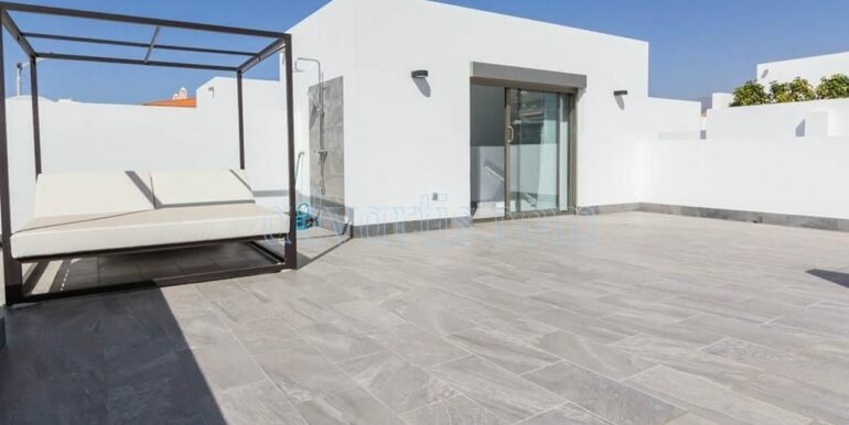 Luxury villa with top quality finishes that enhance the good taste and technological innovation for sale in the best area of Los Cristianos, Tenerife.