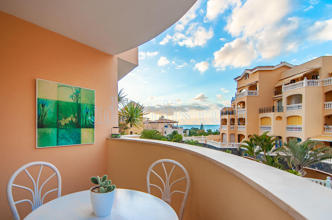 1 bedroom apartment for sale in Parque Tropical 2 residential complex, Los Cristianos, Tenerife €237.000