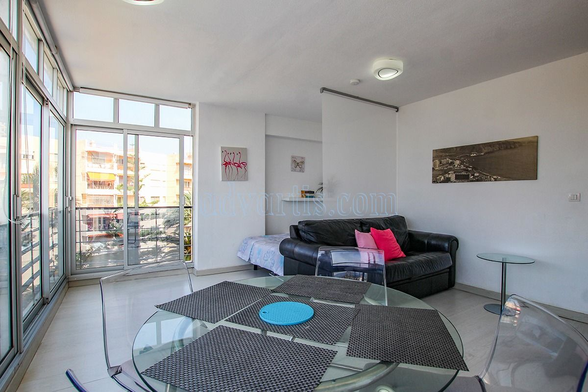 Luxury 1 bedroom apartment for sale in Los Cristianos, Tenerife €229,000