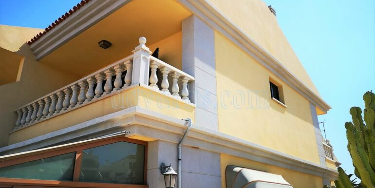 townhouse-for-sale-in-tenerife-costa-del-silencio-38631-0111-02